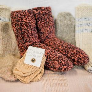 21 Ručně pletené ponožky od našich dobrovolnic